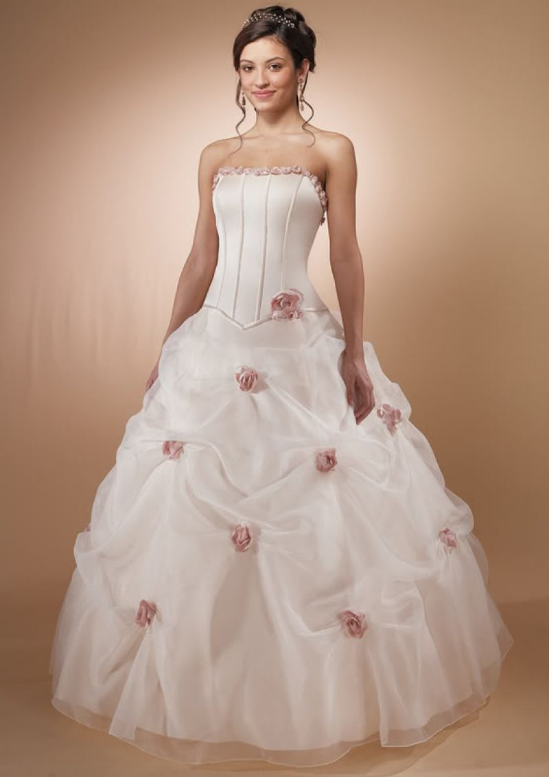 Top 10 saloane rochii de mireasa din craiova for Ordering wedding dresses online